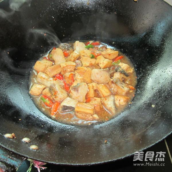 豆腐丁煮鱼怎么煸