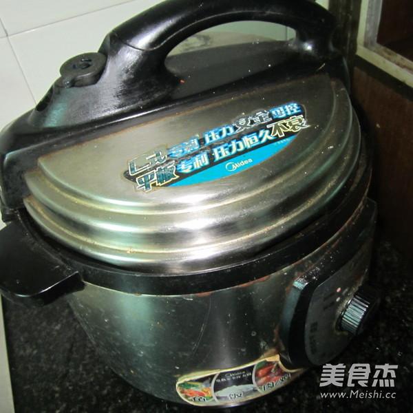 骨汤豆腐猪血香锅的简单做法