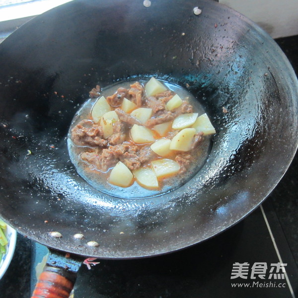 青椒牛腩烧土豆怎么煮