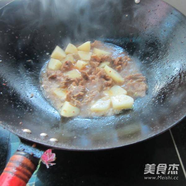 青椒牛腩烧土豆怎么炖