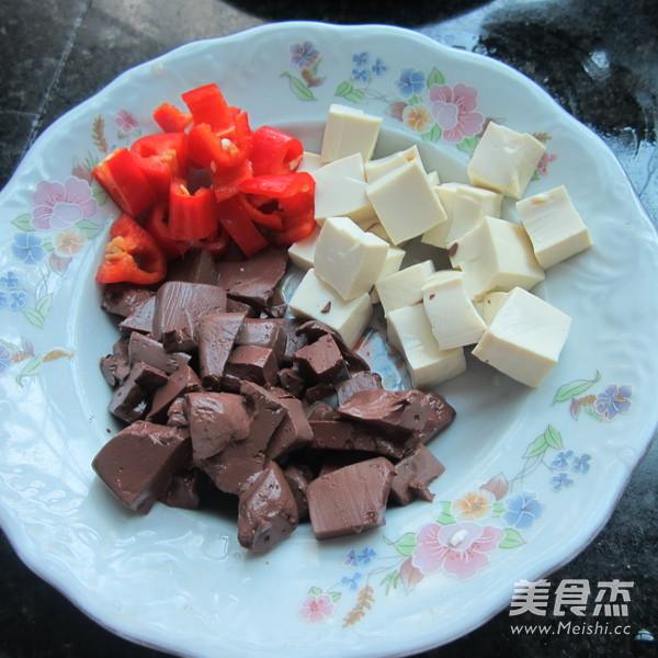 西芹猪血豆腐丁的做法大全