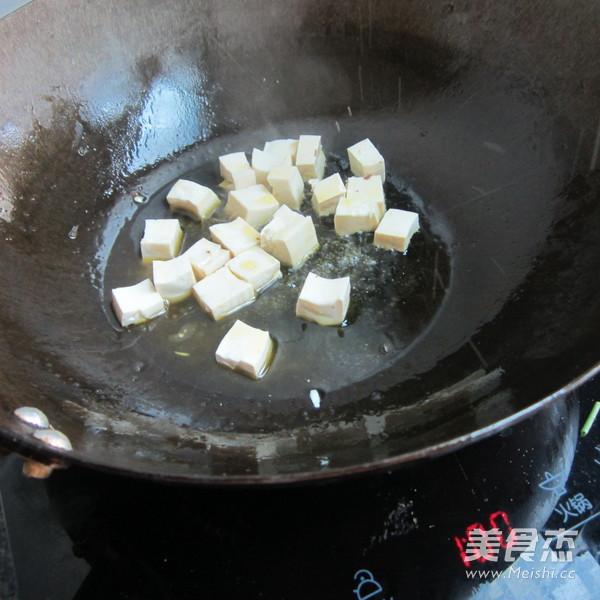西芹猪血豆腐丁的家常做法