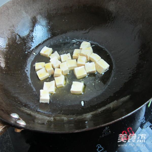 西芹猪血豆腐丁的简单做法