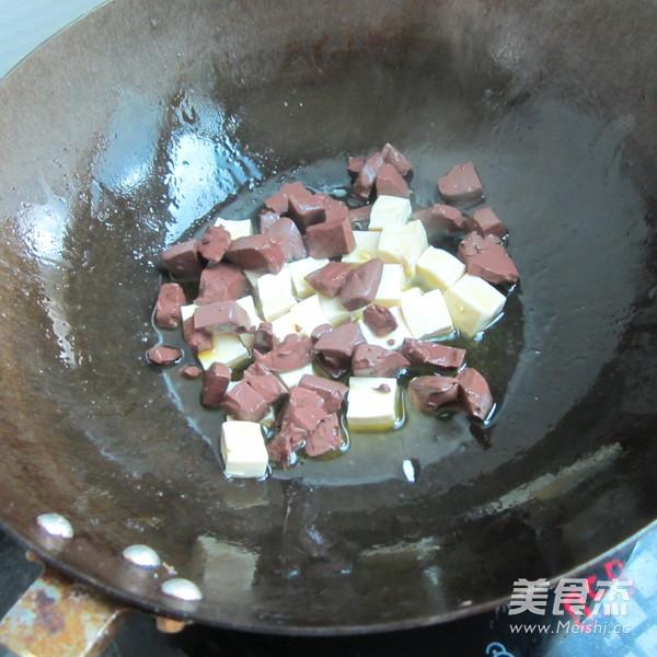 西芹猪血豆腐丁怎么吃