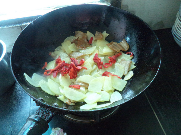 土豆五花肉片怎么炒