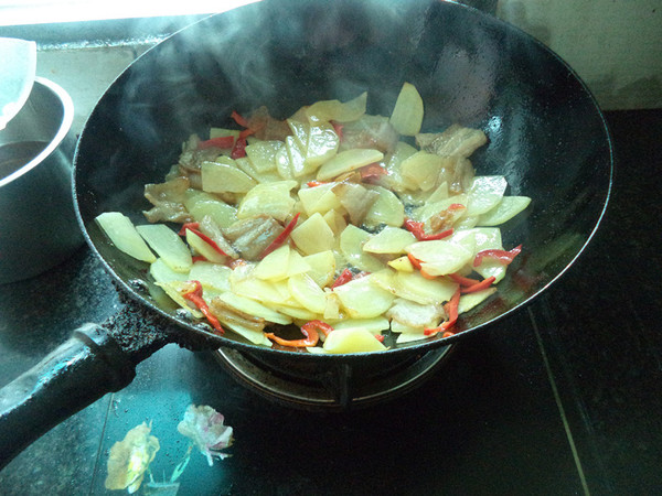 土豆五花肉片怎么煮