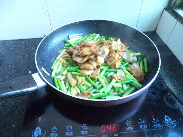 蒜苔炒五花肉怎么炒