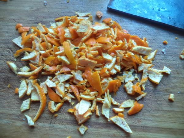 桔皮熏腊肠的家常做法