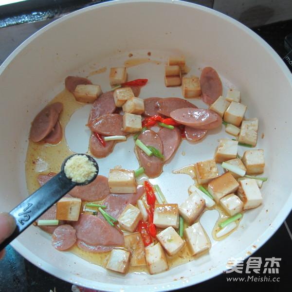豆腐丁炒火腿怎么煮