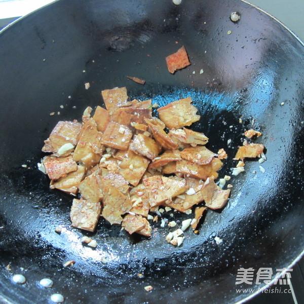 蒜米孜然香干怎么煮