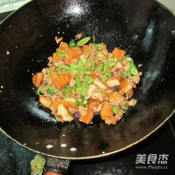 酱香豆腐炒肉怎么煸