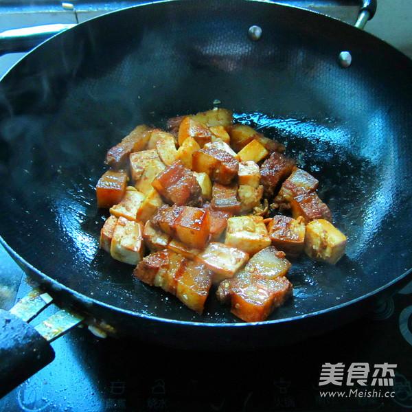 豆腐干烧腊肉的简单做法