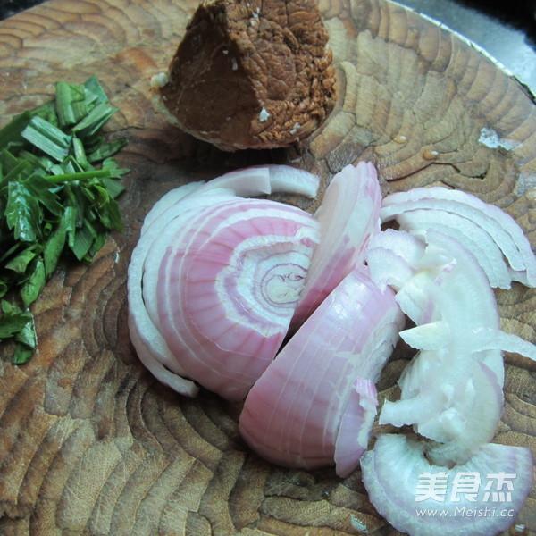 洋葱炒卤肉的做法大全