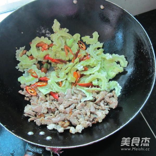 辣椒苦瓜炒肉怎么做