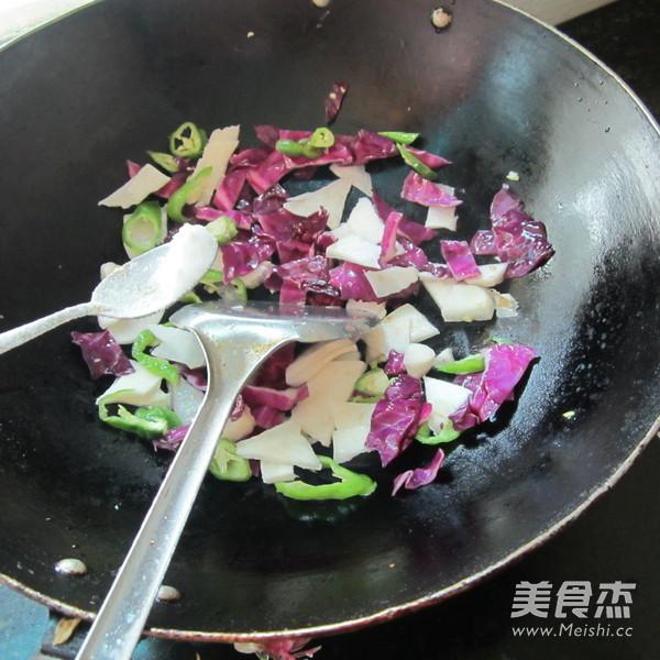 凉薯紫甘蓝炒肉的简单做法