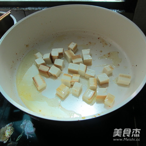 豆腐丁炒火腿的家常做法