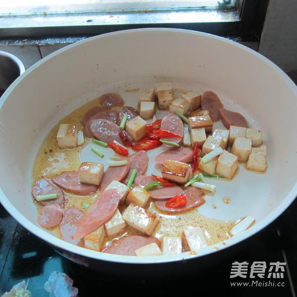 豆腐丁炒火腿怎么炒