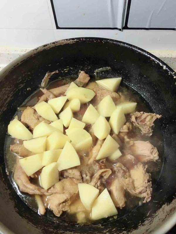 三黄鸡炖土豆怎么煮
