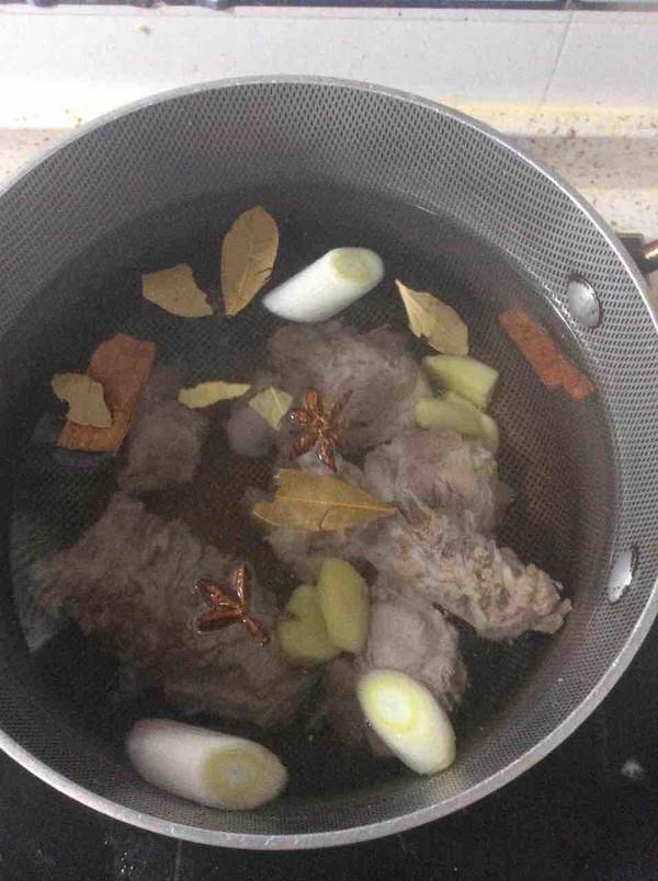 猪骨酸菜的简单做法