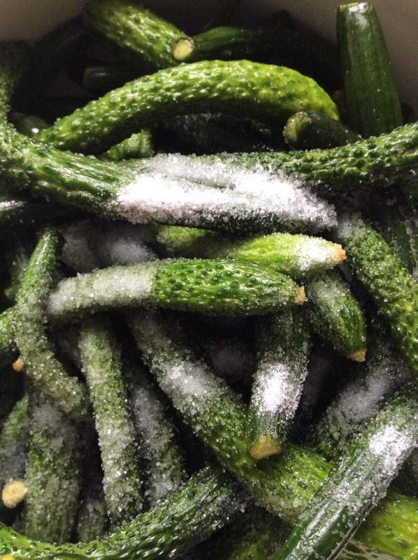 虾油小黄瓜的家常做法
