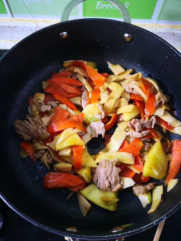 菠萝杏鲍菇炒怎么吃