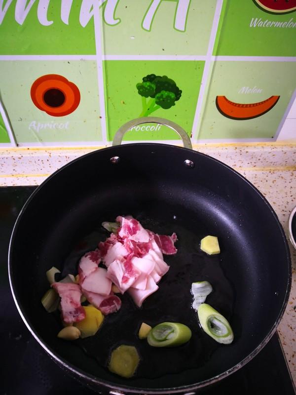 五花肉木耳炖白菜的简单做法