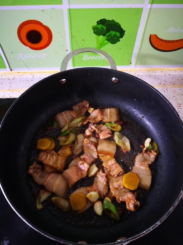 五花肉木耳炖白菜怎么吃