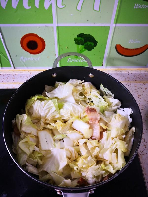 五花肉木耳炖白菜怎么做
