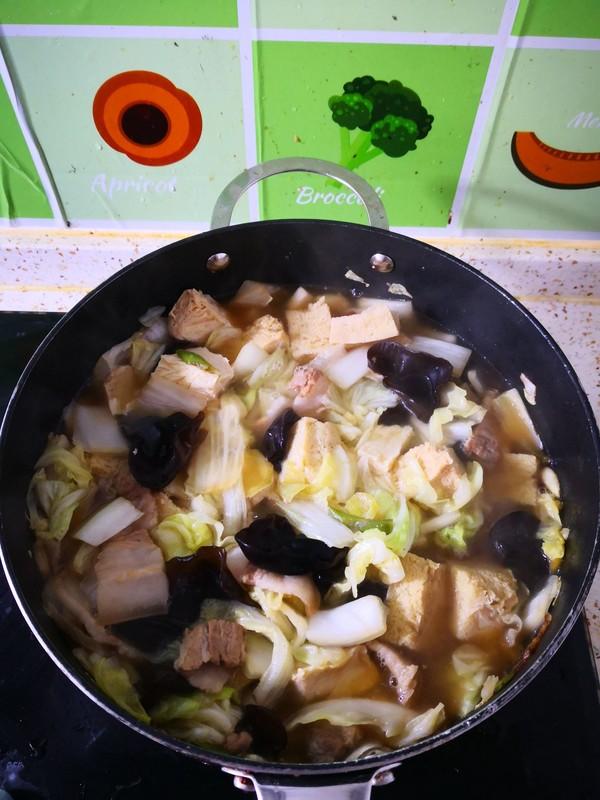 五花肉木耳炖白菜怎么炖