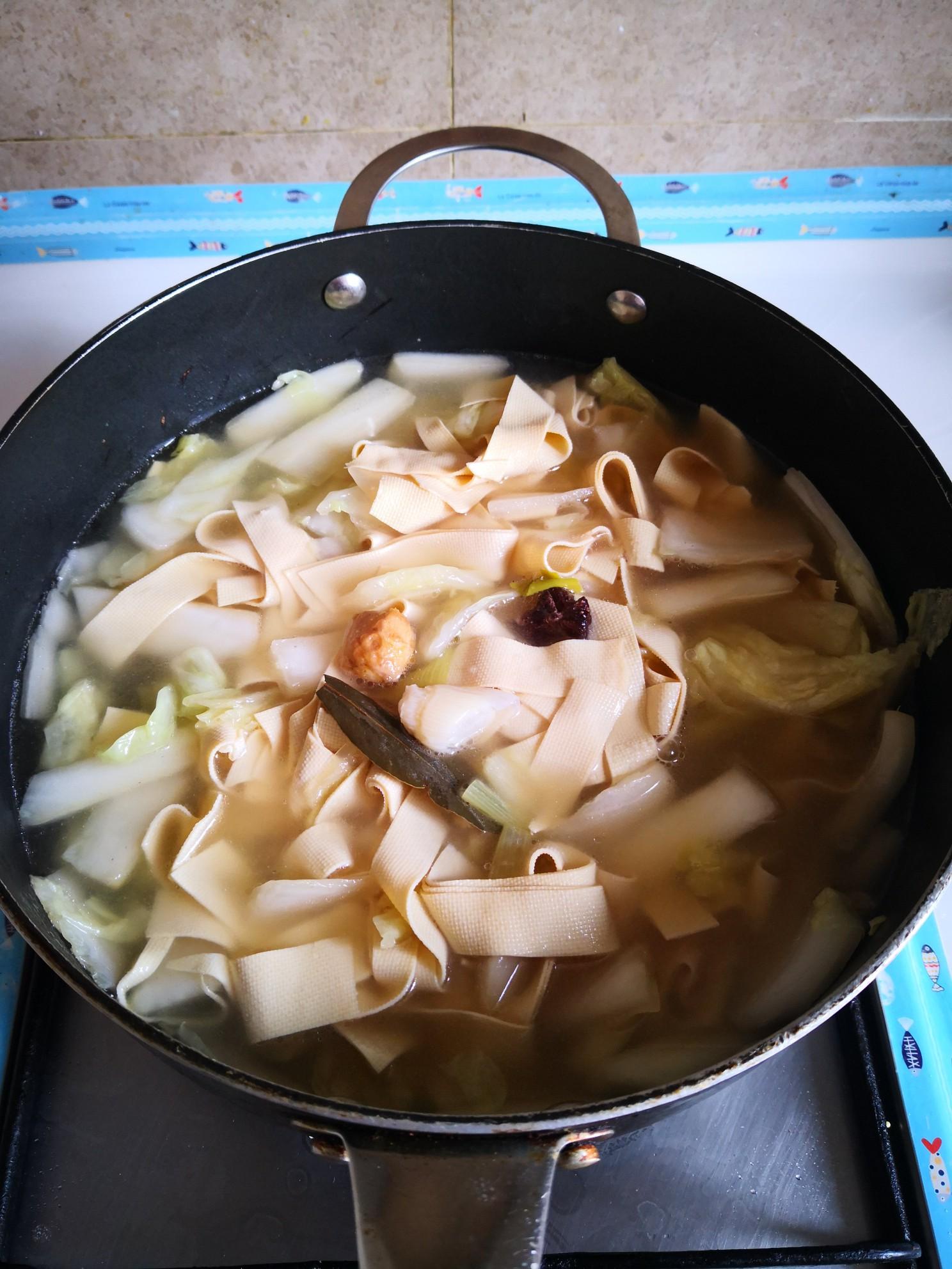 五花肉炖干豆腐怎么做