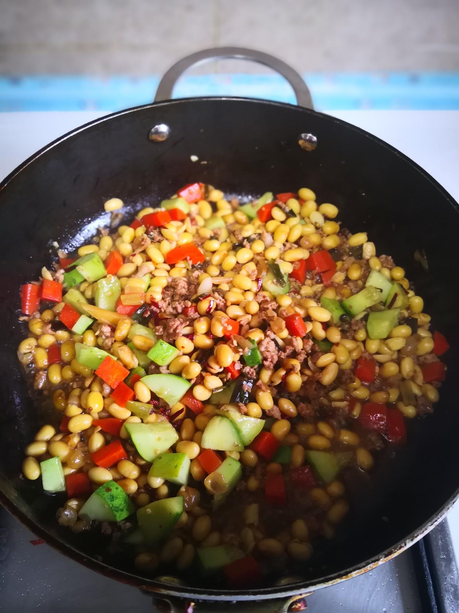 胡萝卜炒黄豆怎么煮