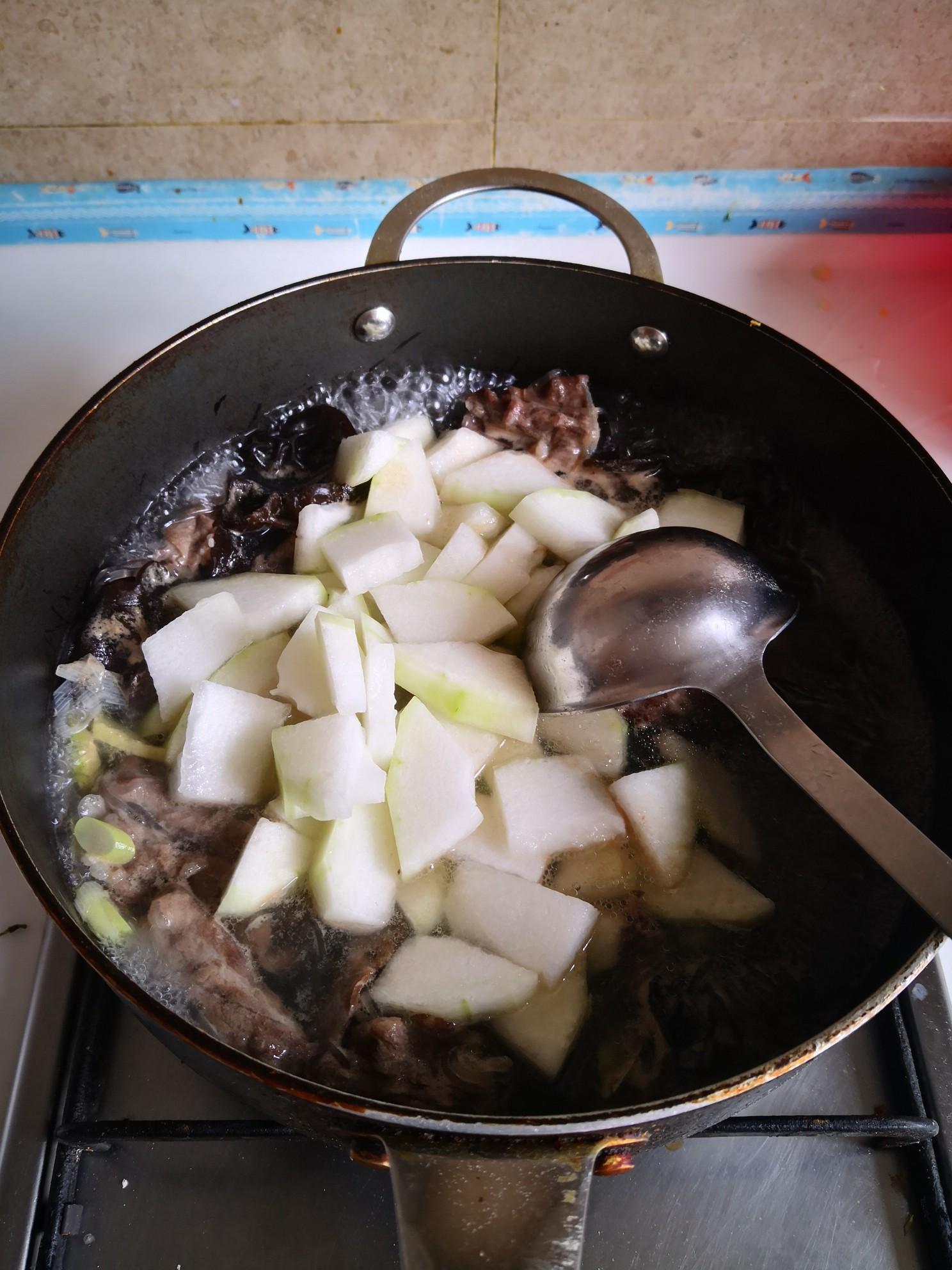 冬瓜粉条木耳汤的简单做法