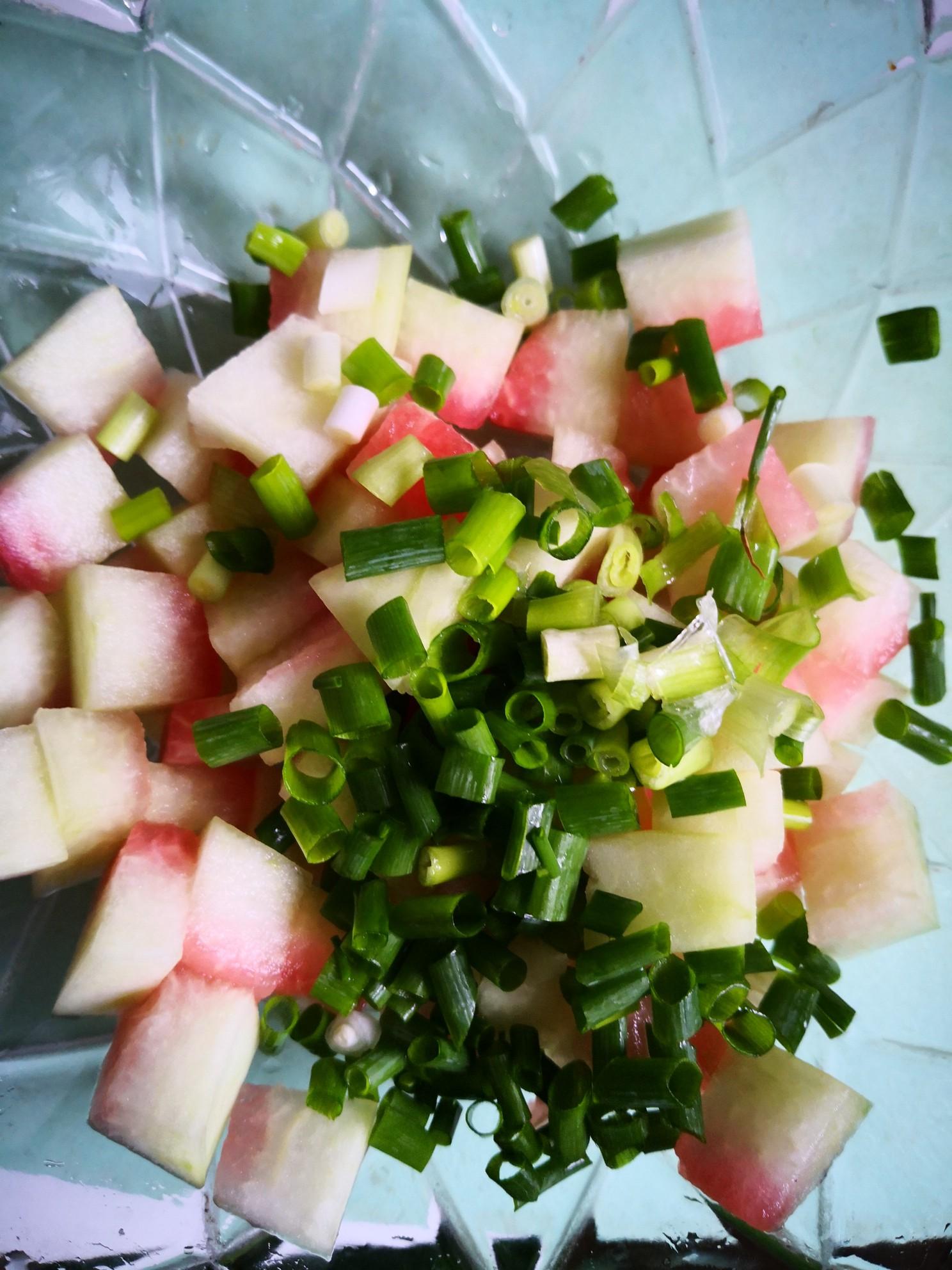 小米辣拌西瓜皮的简单做法