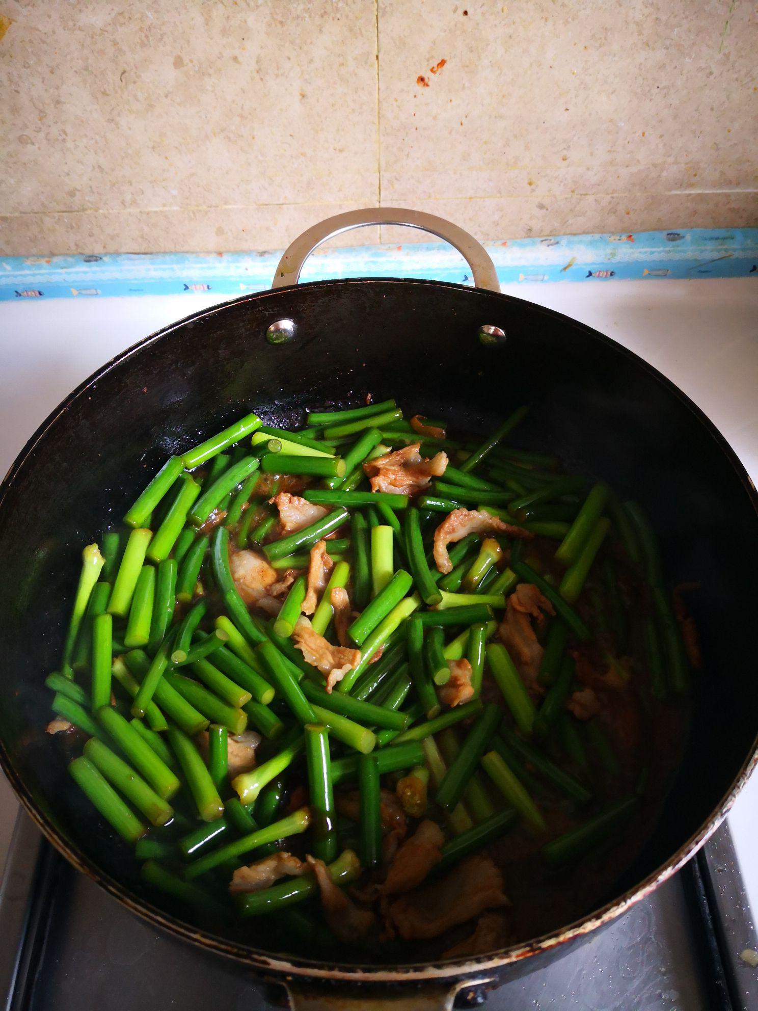 排骨肉炒蒜苔怎么炒