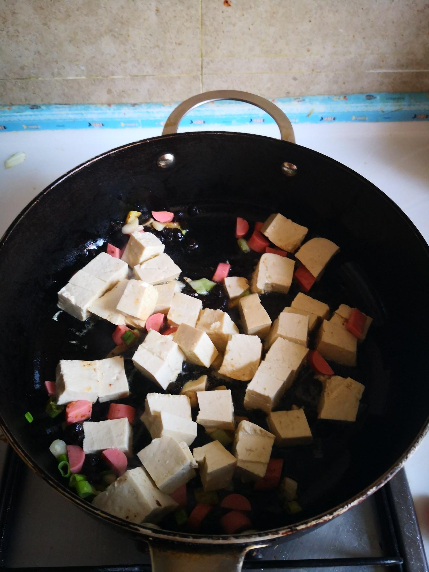 火腿肠炒豆腐怎么炒