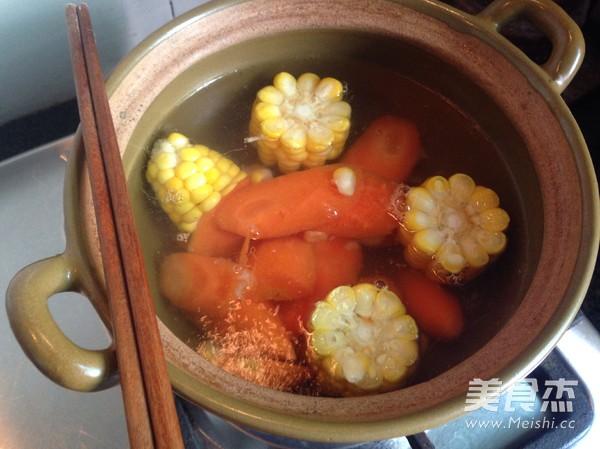 胡萝卜玉米猪骨汤的做法图解