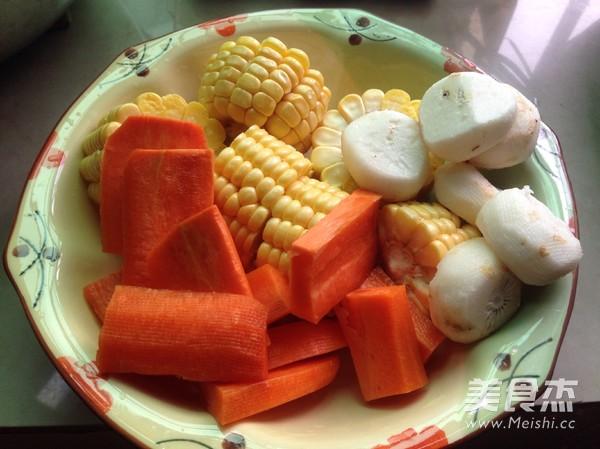 胡萝卜玉米排骨汤的做法图解