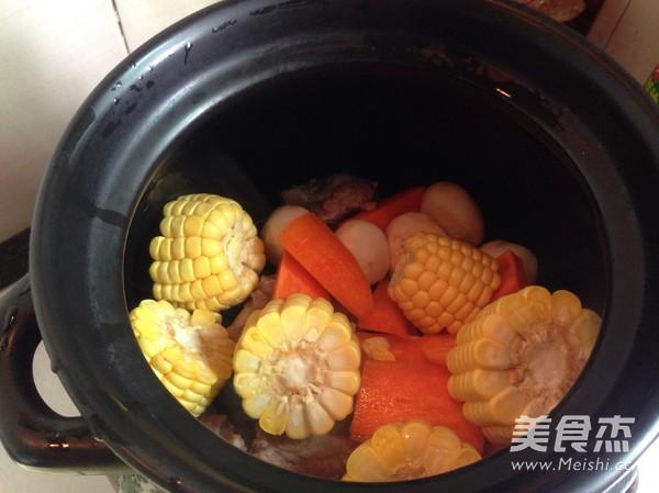 胡萝卜玉米排骨汤怎么吃