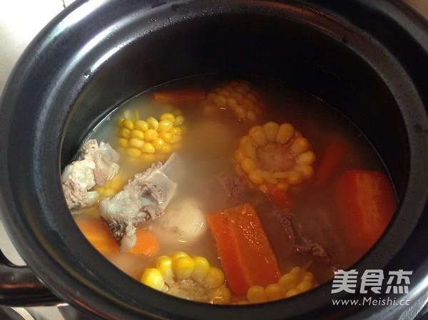 胡萝卜玉米排骨汤怎么炒