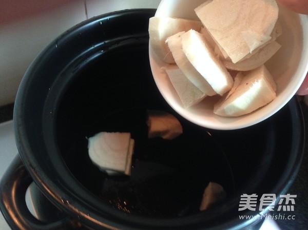 粉葛花生猪骨汤的简单做法