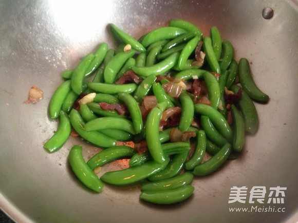 腊肉炒荷兰豆怎么炒