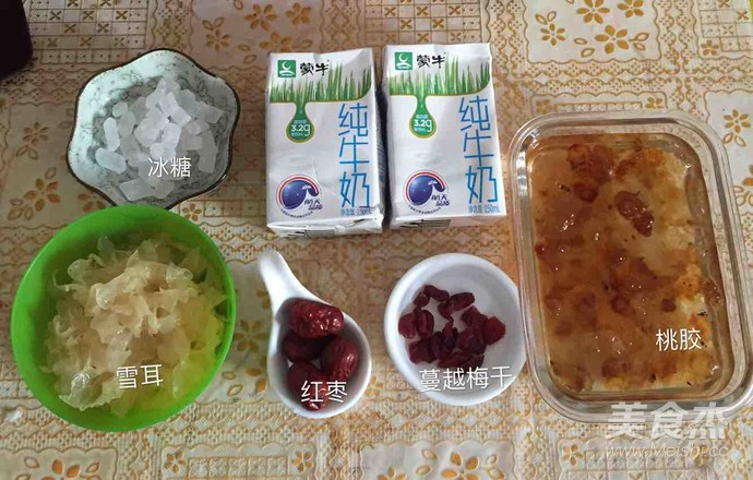 红枣雪耳牛奶炖桃胶的做法大全