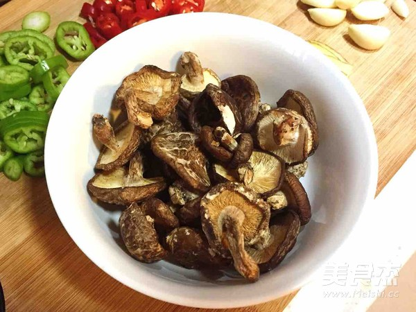 香菇蒜焖鸡的简单做法