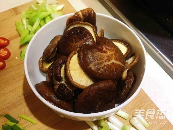 香菇蒜焖鸡怎么吃