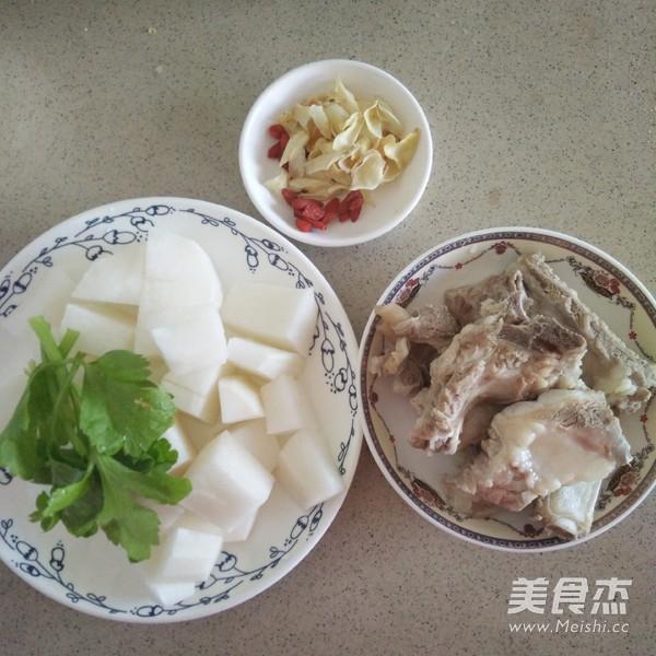 白萝卜排骨百合汤的做法大全