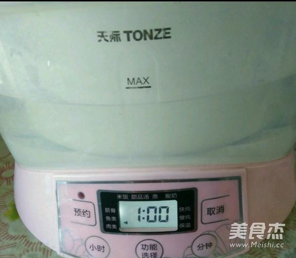 白萝卜排骨百合汤的家常做法