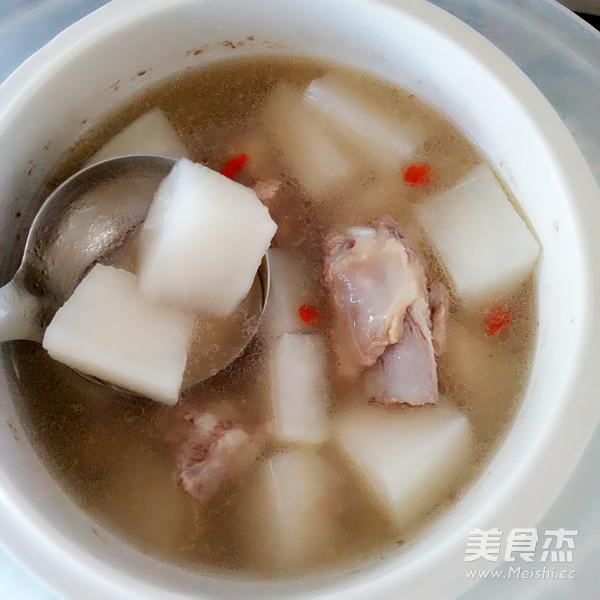 白萝卜排骨百合汤的简单做法