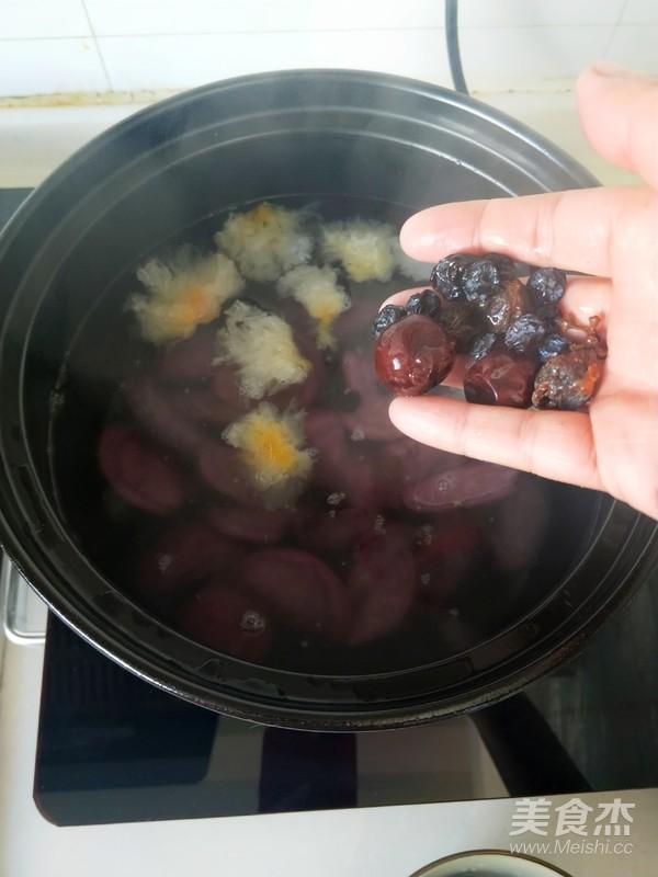深秋养生一碗黑白配----银耳黑葡萄酸枣羹怎么做
