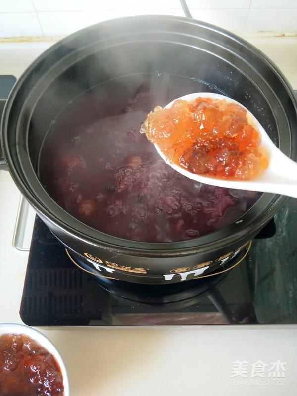 深秋养生一碗黑白配----银耳黑葡萄酸枣羹怎么煮