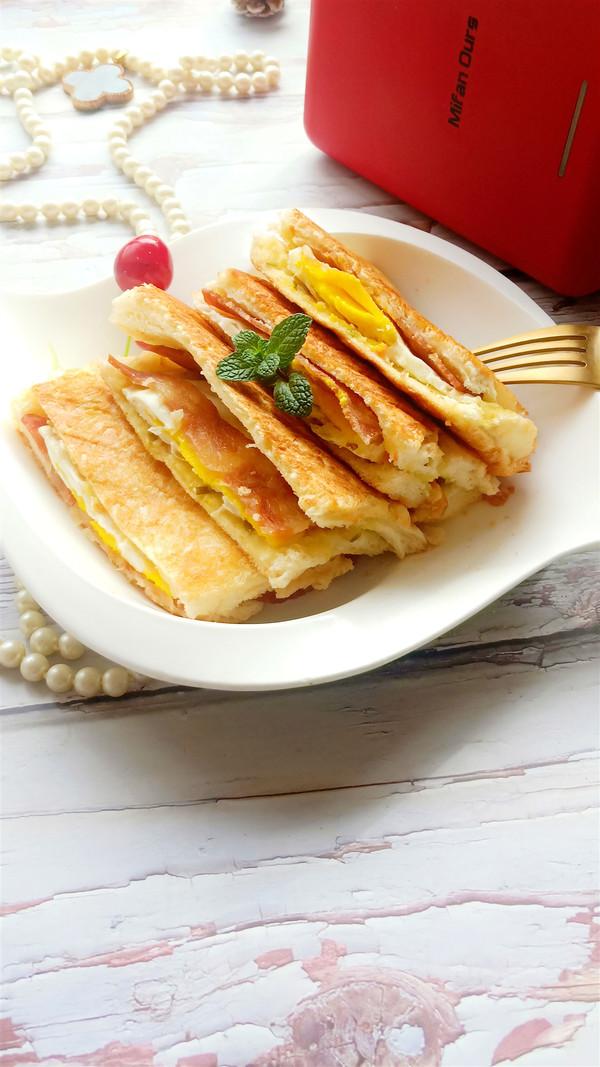 培根鸡蛋三明治成品图
